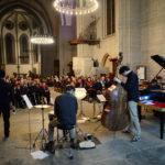 Le Louis Billette Quintet, de dos, jouant lors du samedi singulier à l'Eglise Saint-François