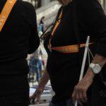 Une canne pour personnes malvoyantes au stand des Guides volants de la Nuit des musées 2017